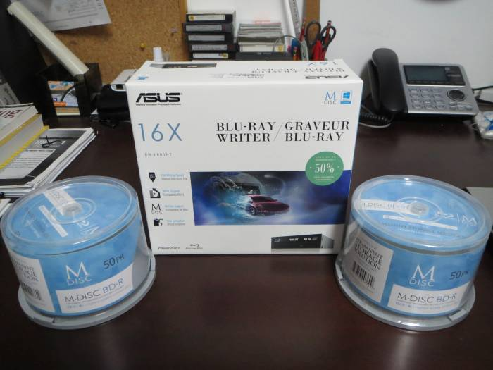 blu-ray drive with M-Discs