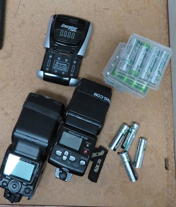 nikon flash units batteries
