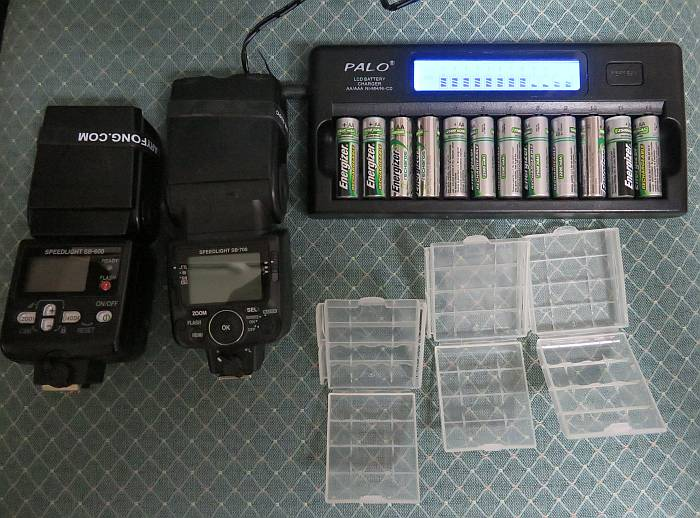Palo 12-slot battery charger